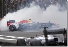 Vettel festeggia la vittoria nel gran premio del Brasile 2013