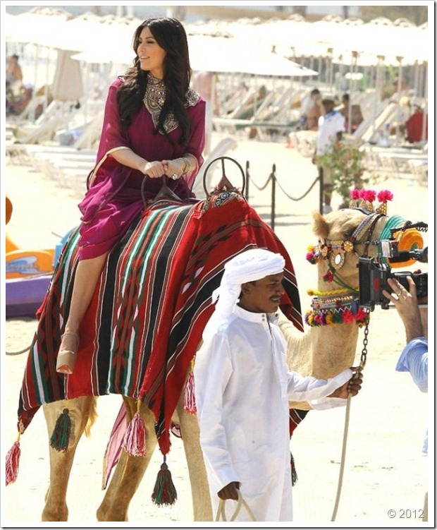 Kim Kardishan Wearing Abaya In Dubai10