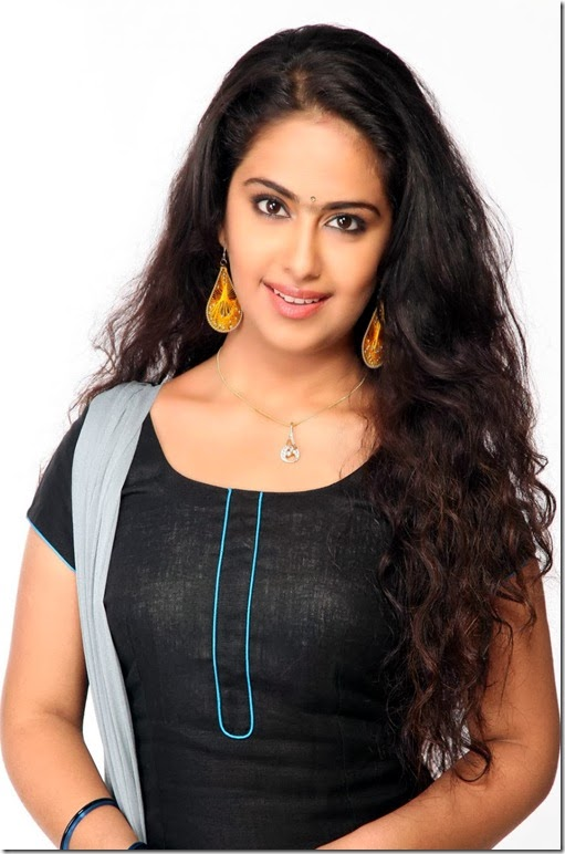 Avika-Gor-gorgeous-looking-photo