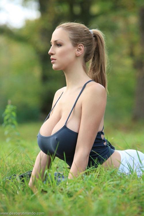 jordan carver linda sexy sensual peitos tits big tits fazendo yoga  desbaratinando  (1)