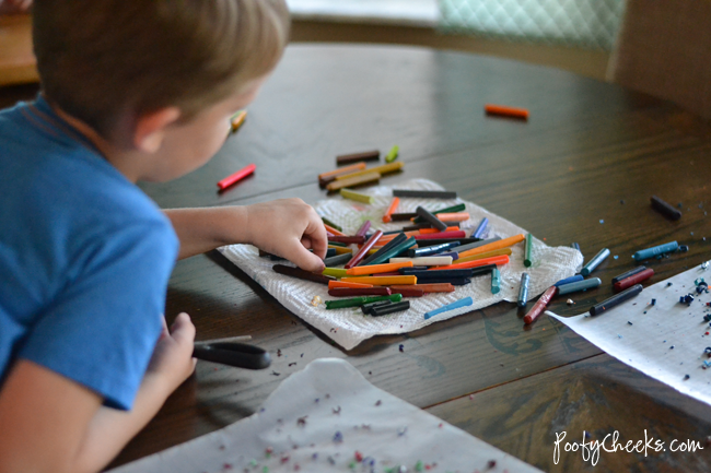 A great craft for using old crayons - Crayon 'Stained Glass' Art for Kidsq