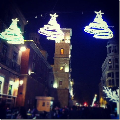 Calle iluminada-CuadernodePili