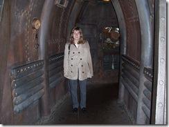 2012.07.12-132 Stéphanie à l'entrée du Nautilus