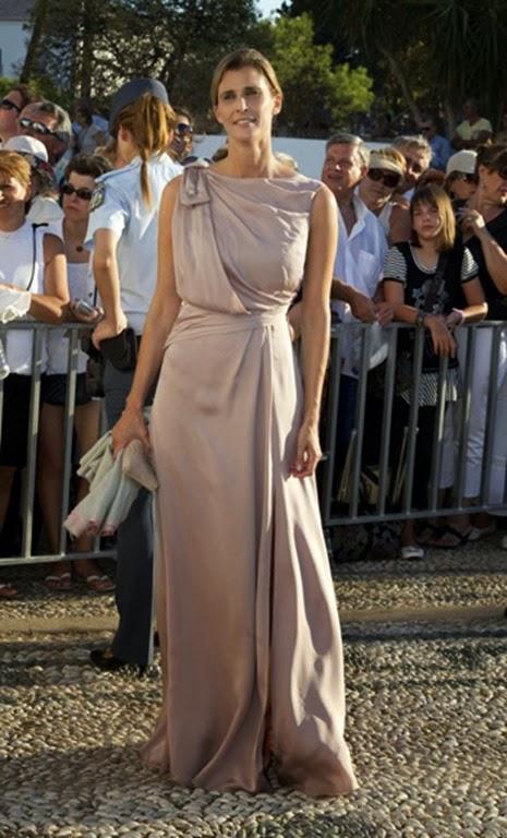 Rosario Nadal, tan elegante como siempre, a su llegada al enlace