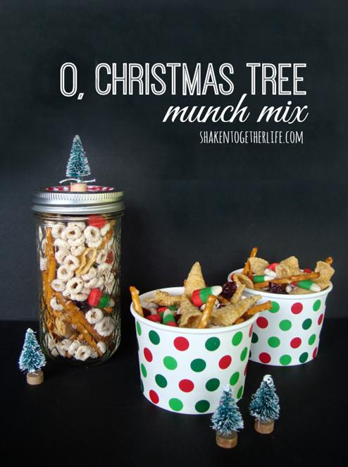 O-Christmas-tree-munch-mix-1-shakentogetherlife-1