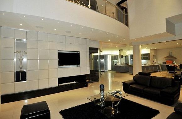 casa moderna en colores cálidos