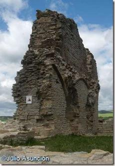 Restos del castillo de Tiebas
