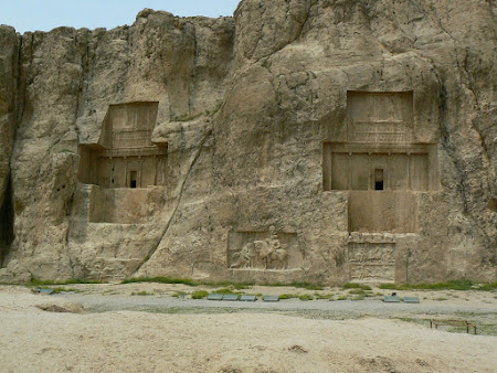 Things to see in Persepolis: Achaemenid graves, Parthian sculptures