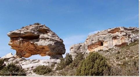 Arco de San Pascual - Al fondo cerro donde está la Cueva de San Pascual