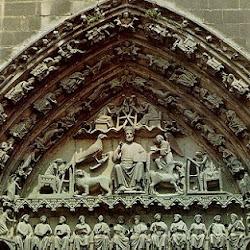 84 - Tímpano de la Puerta del Sarmental