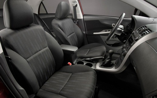 2013-Toyota-Corolla-front-seats
