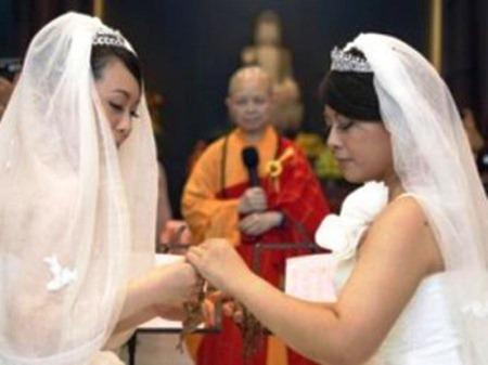 Đài Loan tổ chức lễ hằng thuận cho đôi vợ chồng đồng tính