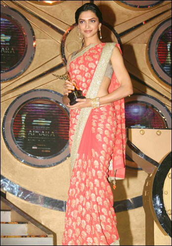 India traditional wear : Saree