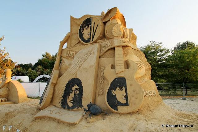 sculpturi nisip Burgas Beatles.JPG
