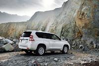 2014-Toyota-Land-Cruiser-Prado-28.jpg