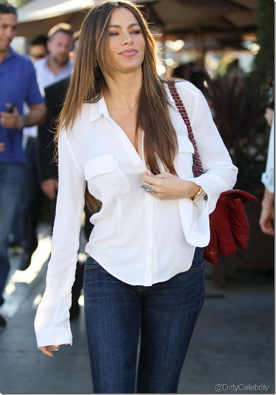 sofia-vergara-white-shirt-1