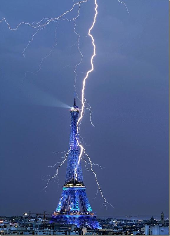 eiffel-tower-lightning