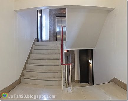 where-to-stay-in-chiang-mai-sakulchai-place-elevator-with-stairs