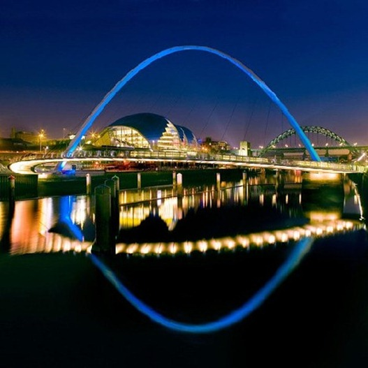 Gateshead Millennium Bridge de noite 3