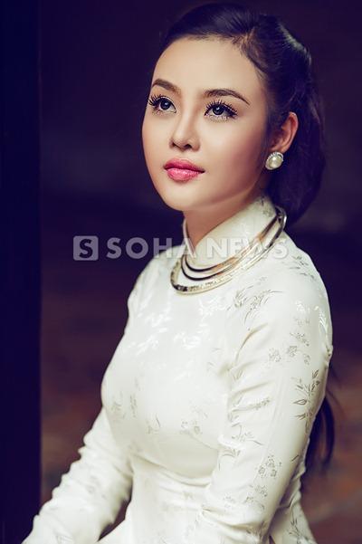 julia-ho-dam-tham-ao-dai-xua (12)