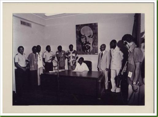 Agostinho Neto com ministro e secretario 17-11-1975