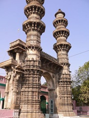 Shaking_Minarets_Jhulta_Minar