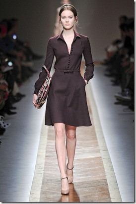 VALENTINO-FALL-RTW-2011-PODIUM-029_runway