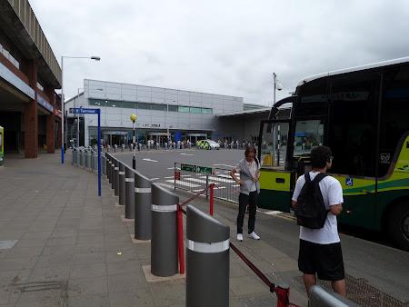 Transport Londra: statie autobuz aeroportul Luton
