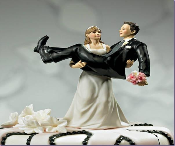 Noivinhos-Bolo-Casamento-Noiva-Carregando-Noivo