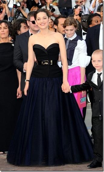 Marion Cotillard Rust Bone Premieres Cannes 2OmZAPIGM-Bl
