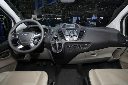 2013 Ford Transit Custom'un Kapıları 550 Bin Kez Çarpıldı!