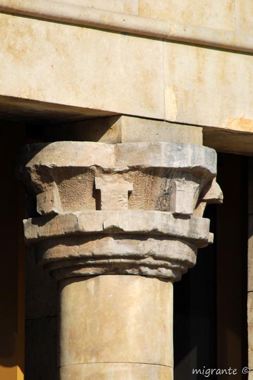sirviendo de apoyo - templo de debod - madrid