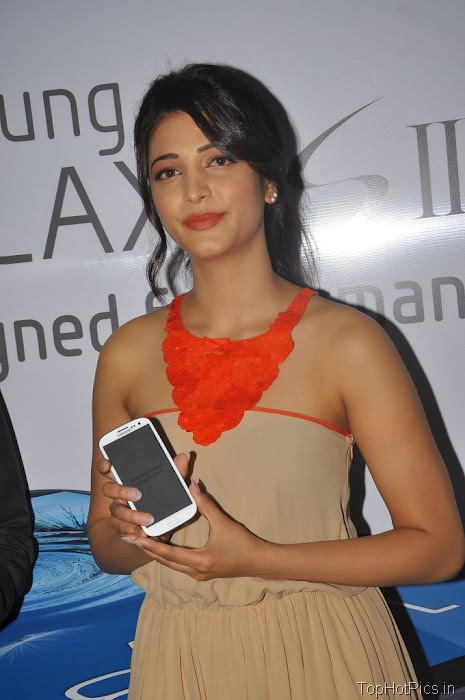 Shruti Hassan Hot Pics from Mobile Launch Event 9