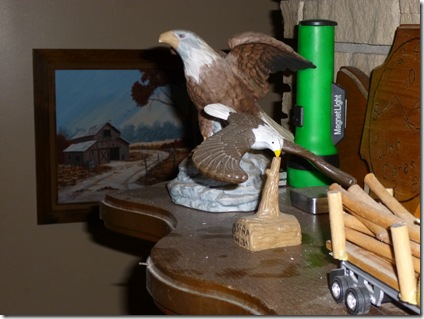 another look at the eagle balanced on it's beak