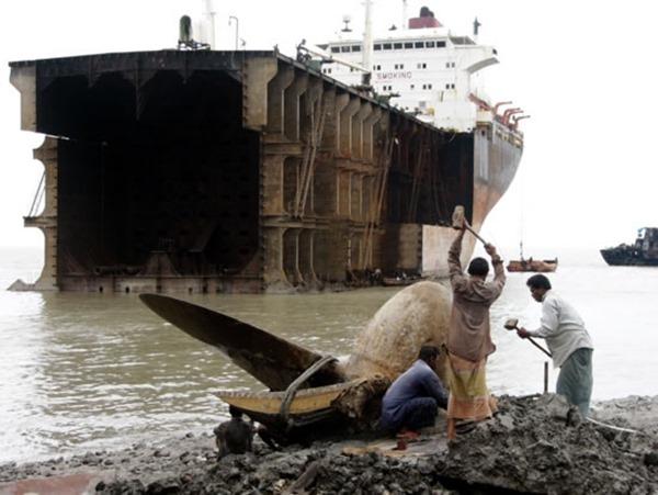 contaminacion-maritima-desguace-de-barcos-1