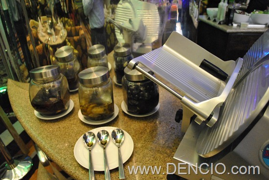 Acaci Cafe Buffet Acacia Hotel Manila 01