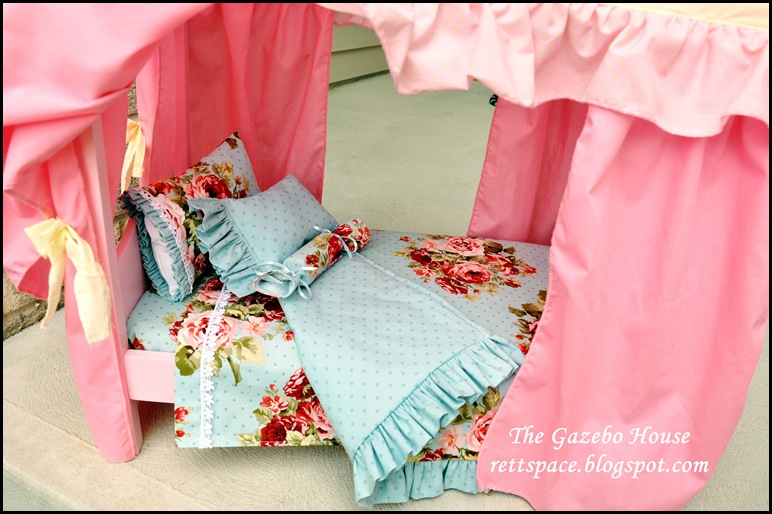 AG doll sheets, pillows & quilt 005