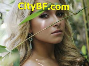 Blonde-girl-in-a-garden-wallpaper_3223.jpg