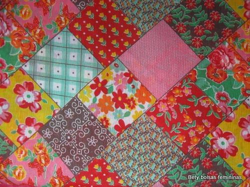 TE17-tecido-estampa-floral-patchwork-medio-vermelho