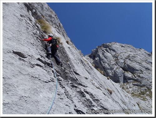 Via Intrusos 350m MD  7a  (6b A0 Oblig) (Alto Les Palanques, Picos de Europa) (Victor) 0063