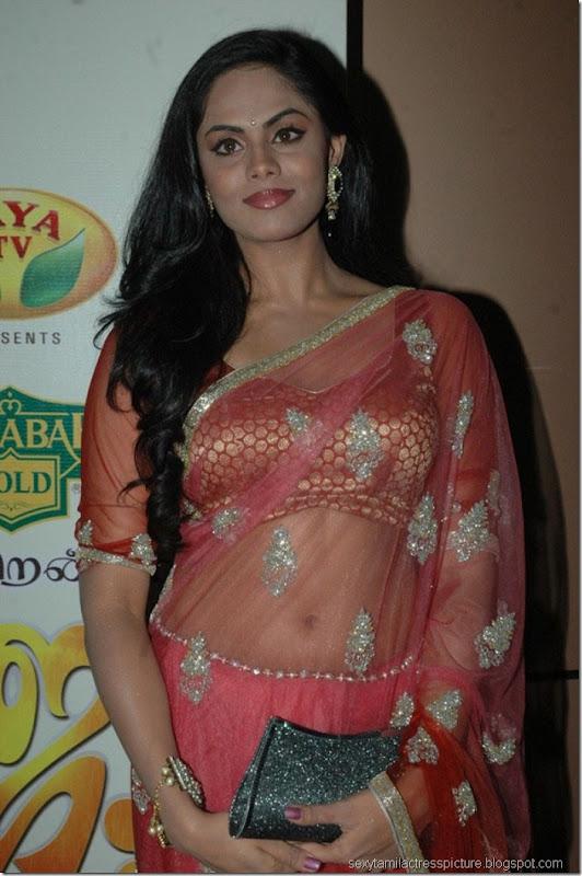 Karthika-Nair-in-hot-exposing-navel-stills