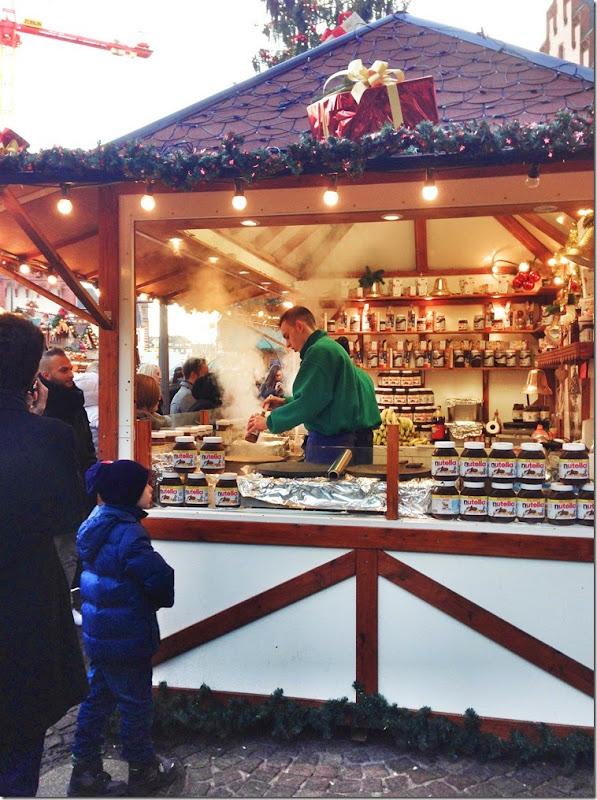 Germany - Frankfurt Frankfurter Romer Christmas Night Market Nutella crepe