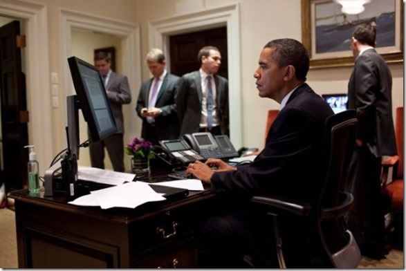 obama-checking-your-emails-15