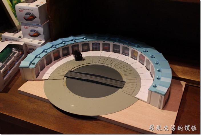 這個傘型火車調度站模型也是菁桐鐵道文物館裡販賣的商品。
