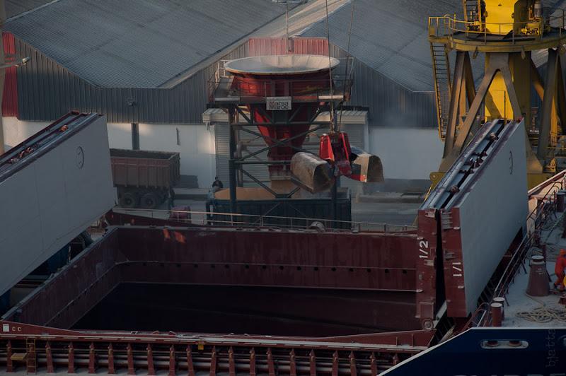 Третий день. Casablanca. Morocco. Круиз. Costa Concordia. Устройство для разгрузки всяких сыпучих грузов. При нас через него грузили зерно.