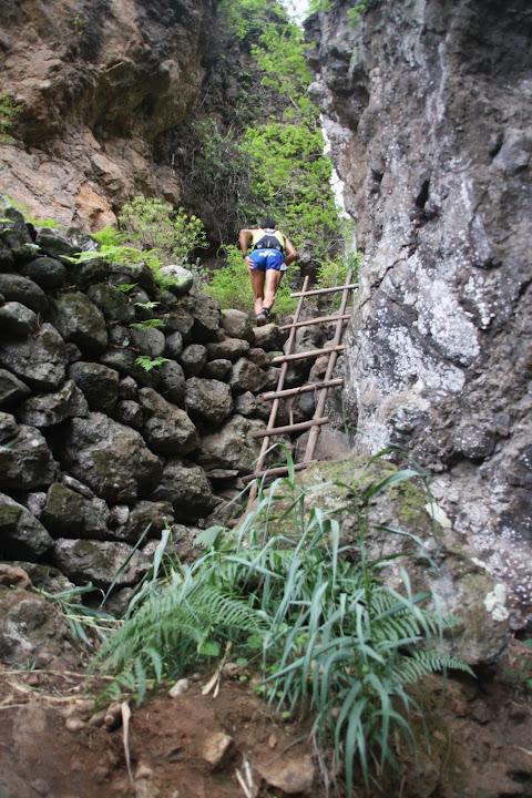 Escalera del madera en Azuaje.
