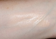 Hourglass Immaculate Liquid Powder Foundation_blended swatch