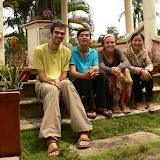 Avec Nghia et Van sur la tombe de St Philippe