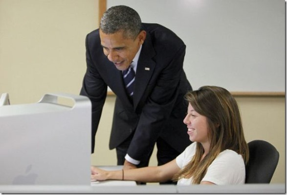 obama-checking-your-emails-31