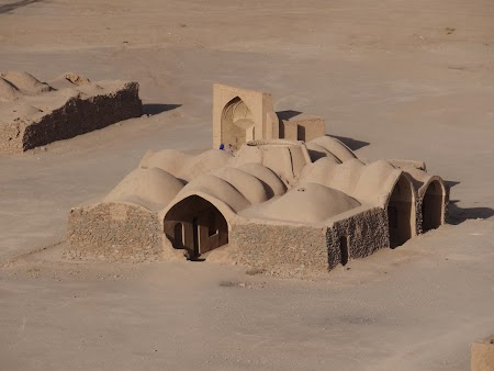 24. Templu zoroastrian.JPG